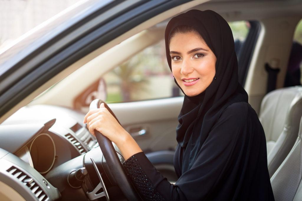 Da domenica le donne arabe potranno mettersi alla guida.