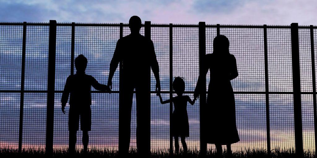 Il Governo separa i figli dai genitori