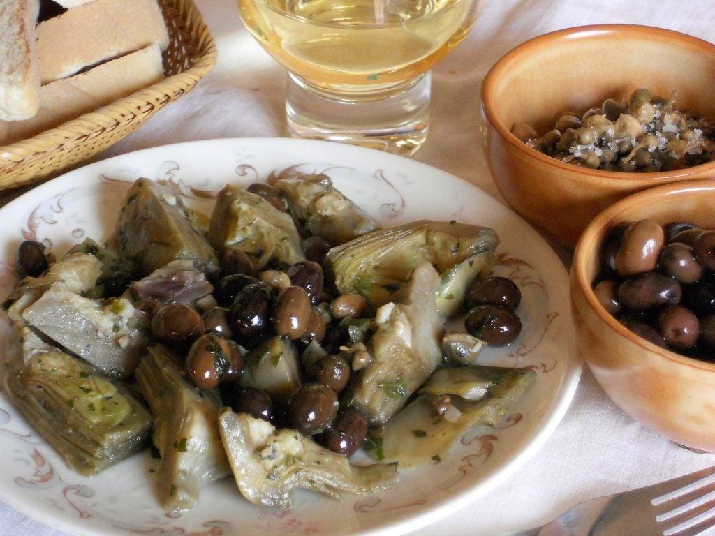 Carciofi a funghetto con olive taggiasche
