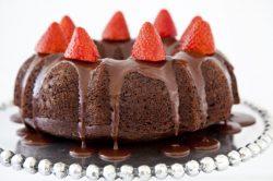 Ciambella cioccolato e fragole