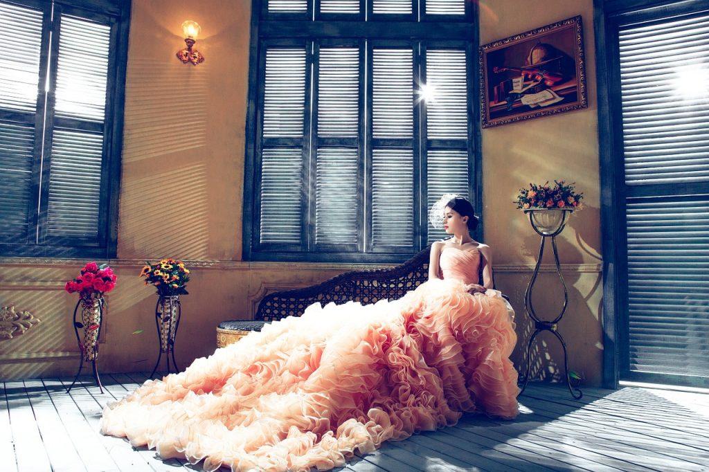 Abito da sposa colorato.
