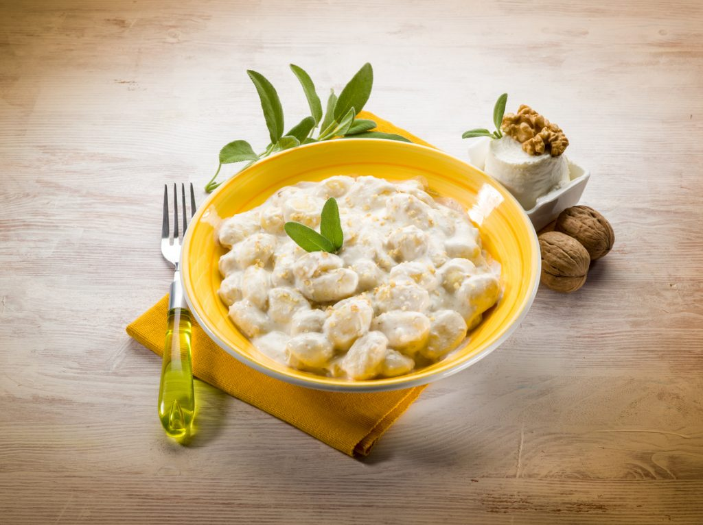 Gnocchi con gorgonzola, noci e speck