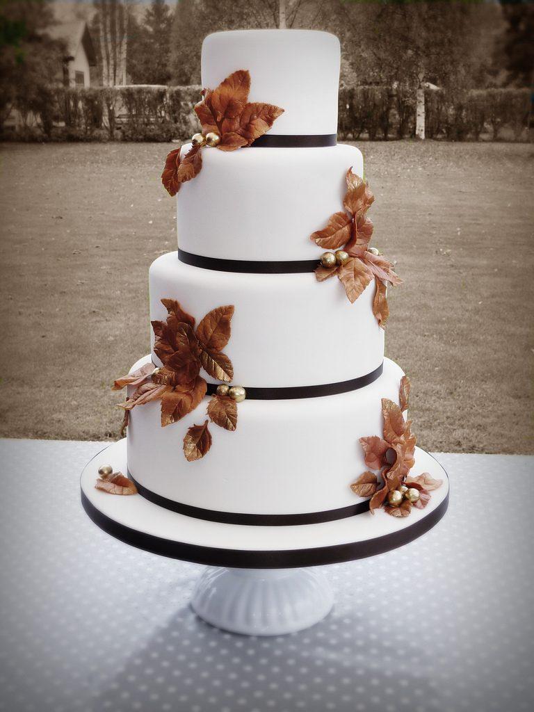 Wedding cake con i simboli dell'autunno.