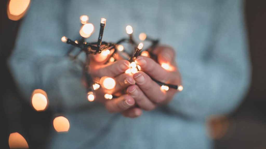 Luci di Natale: come appenderle.