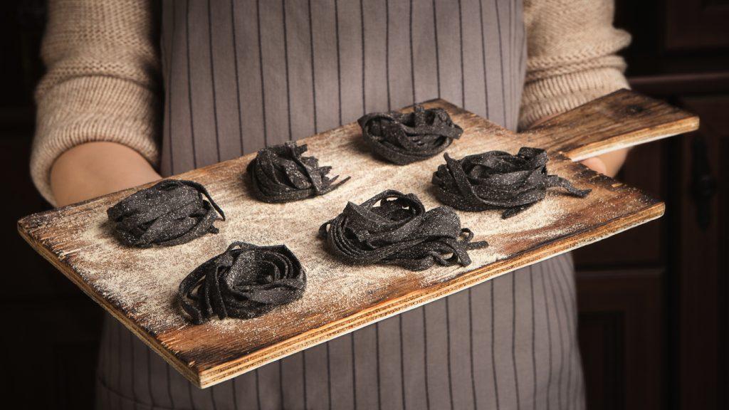 Tagliatelle fresche al nero di seppia