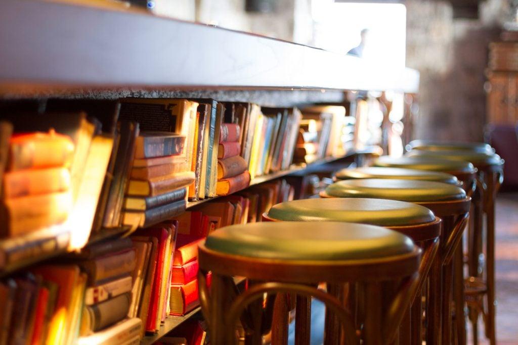 Cosa sono e dove trovare i caffè letterari in Italia.