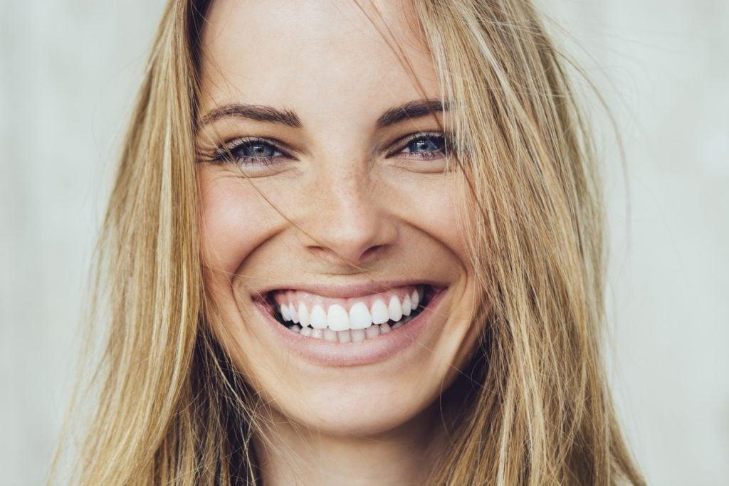 Brillantino al dente: come si fa e quanto costa