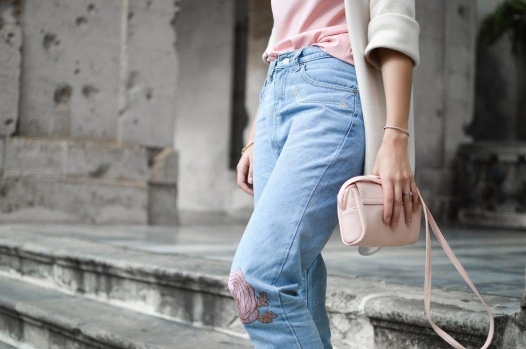 Come abbinare i jeans a vita alta.