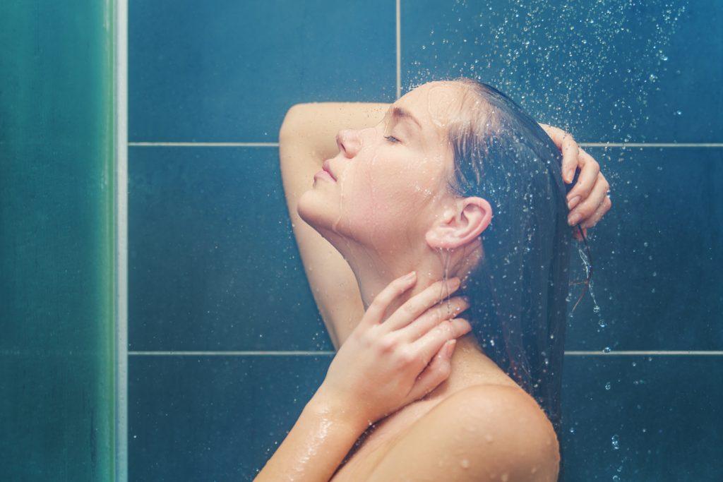 Doccia fredda e doccia calda: i benefici per il corpo