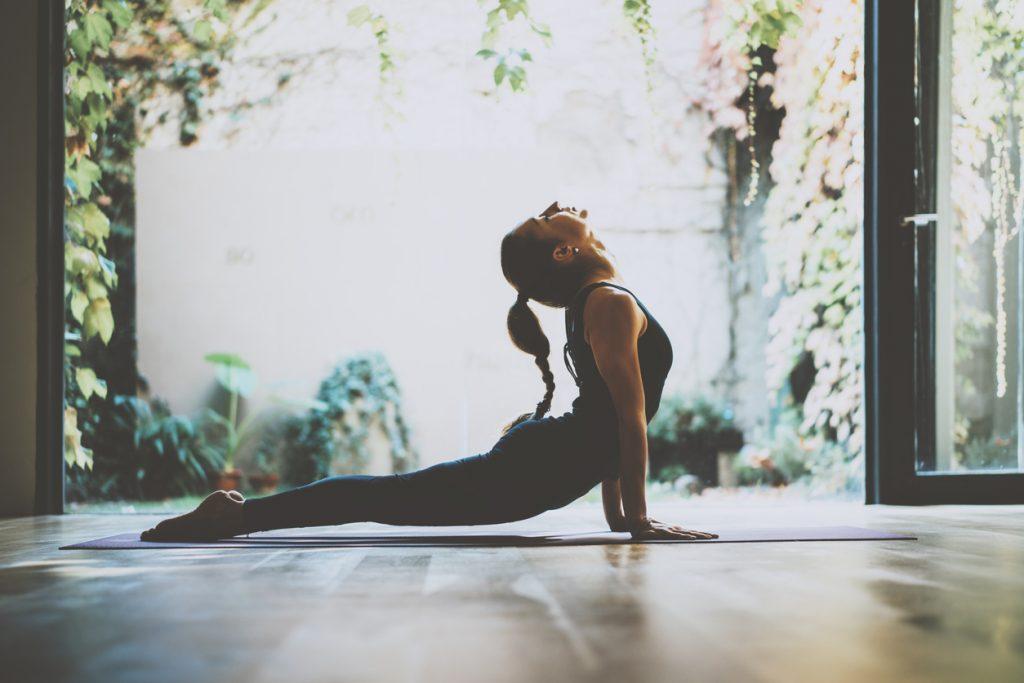 Come affrontare al meglio la giornata con lo yoga
