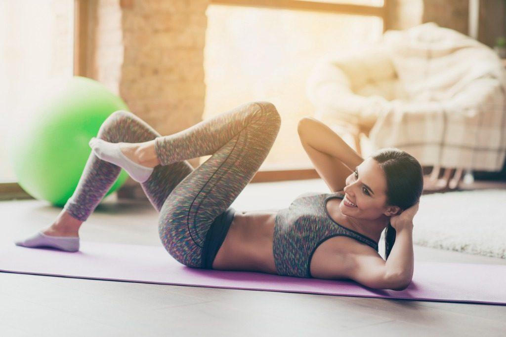 Fitness a casa: 5 esercizi da fare