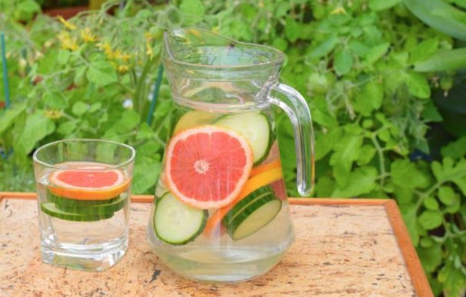Ricetta detox/acqua aromatizzata con cetrioli e pompelmo