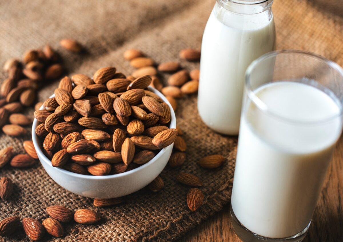 Le celebrità bevono latte vegetale, ma quanti tipi esistono?