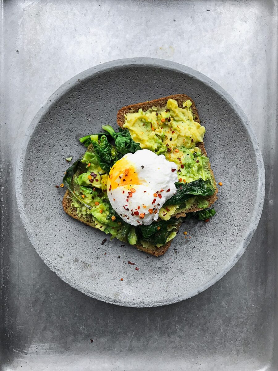 Ricetta uova alla Benedict con asparagi