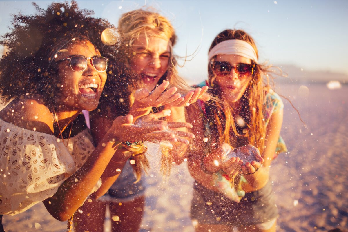 Costume e infradito, i look per il Jova beach party
