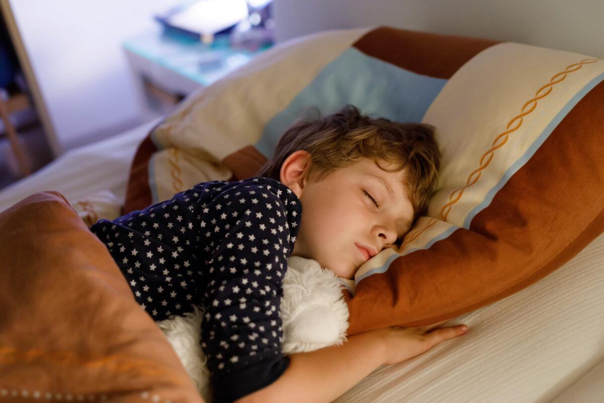 Perché è importante che i bambini vadano a letto presto