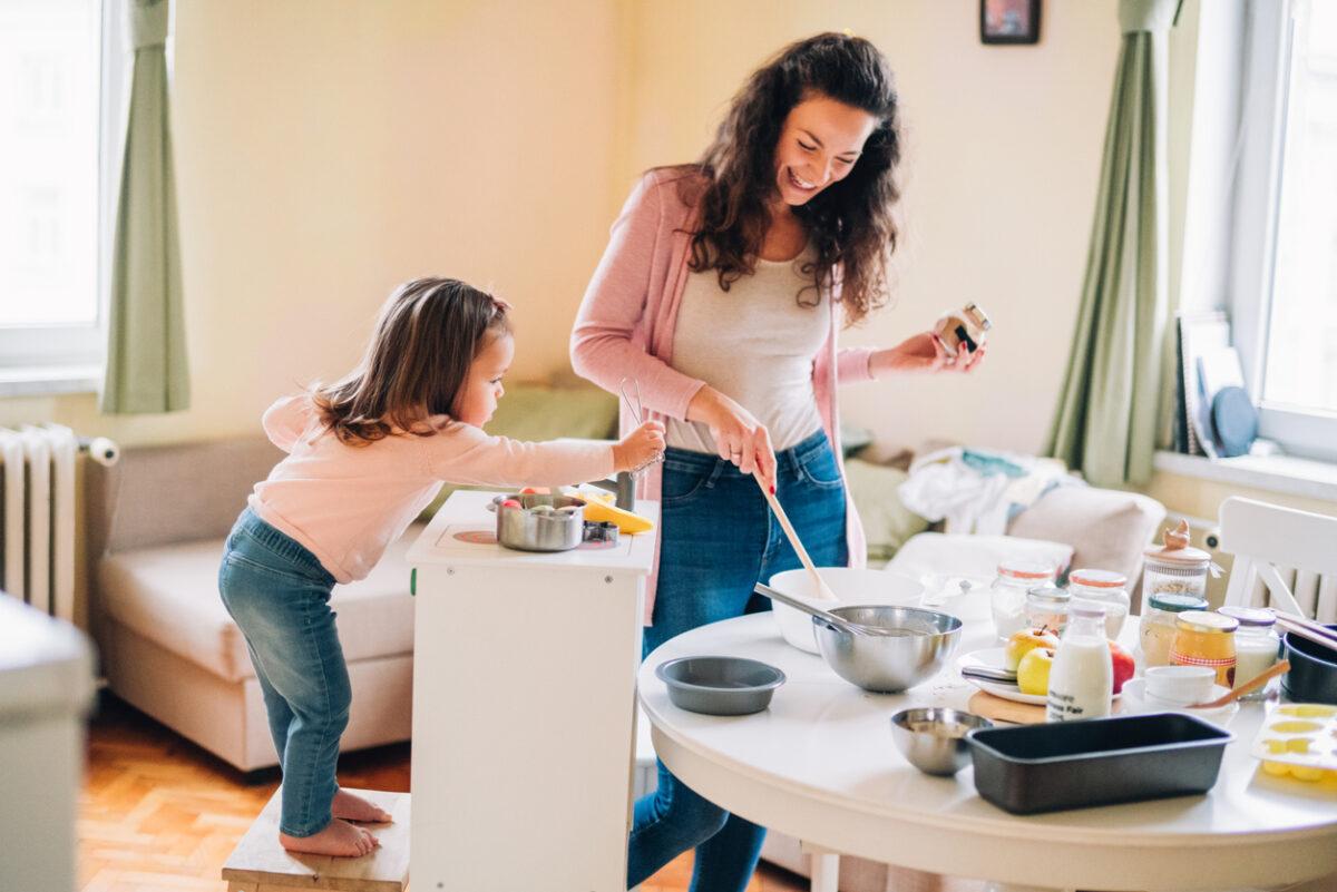 Bambini e faccende di casa: quando e in cosa coinvolgerli?