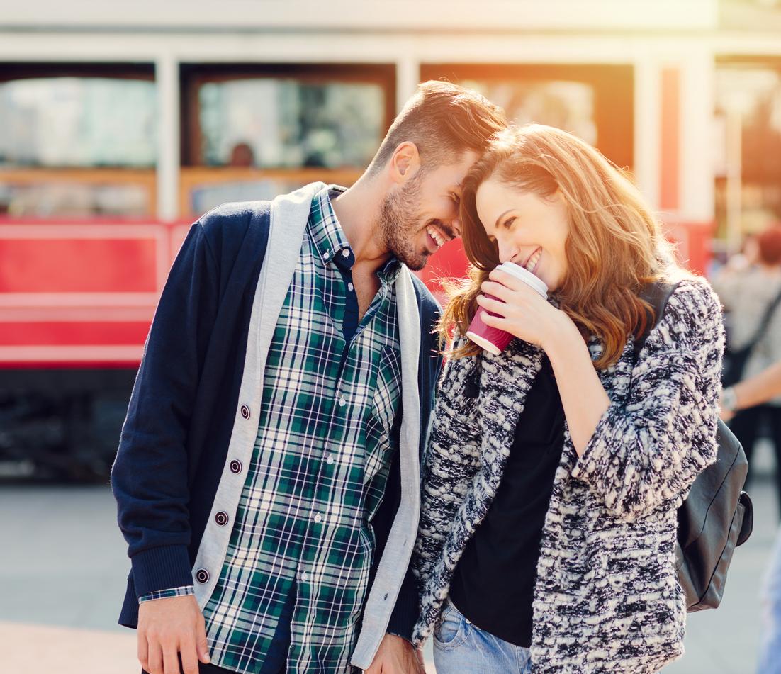 Come capire se piaci a uomini timidi: i segnali