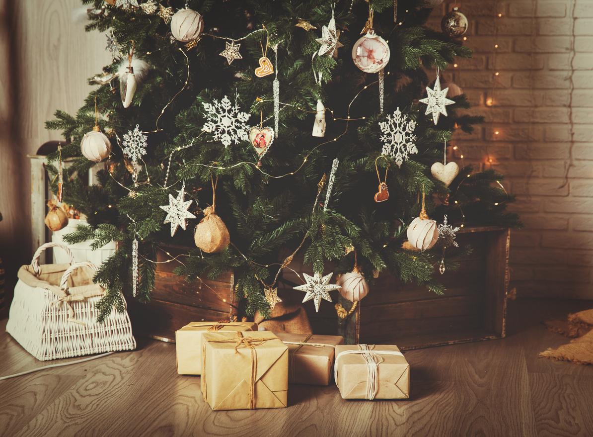 Come realizzare un copribase originale per l'albero di Natale