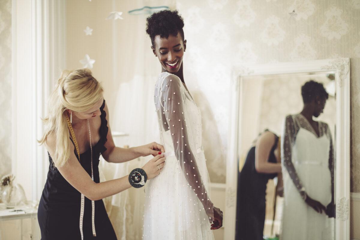 Come scegliere l'abito da sposa in base alle tue forme