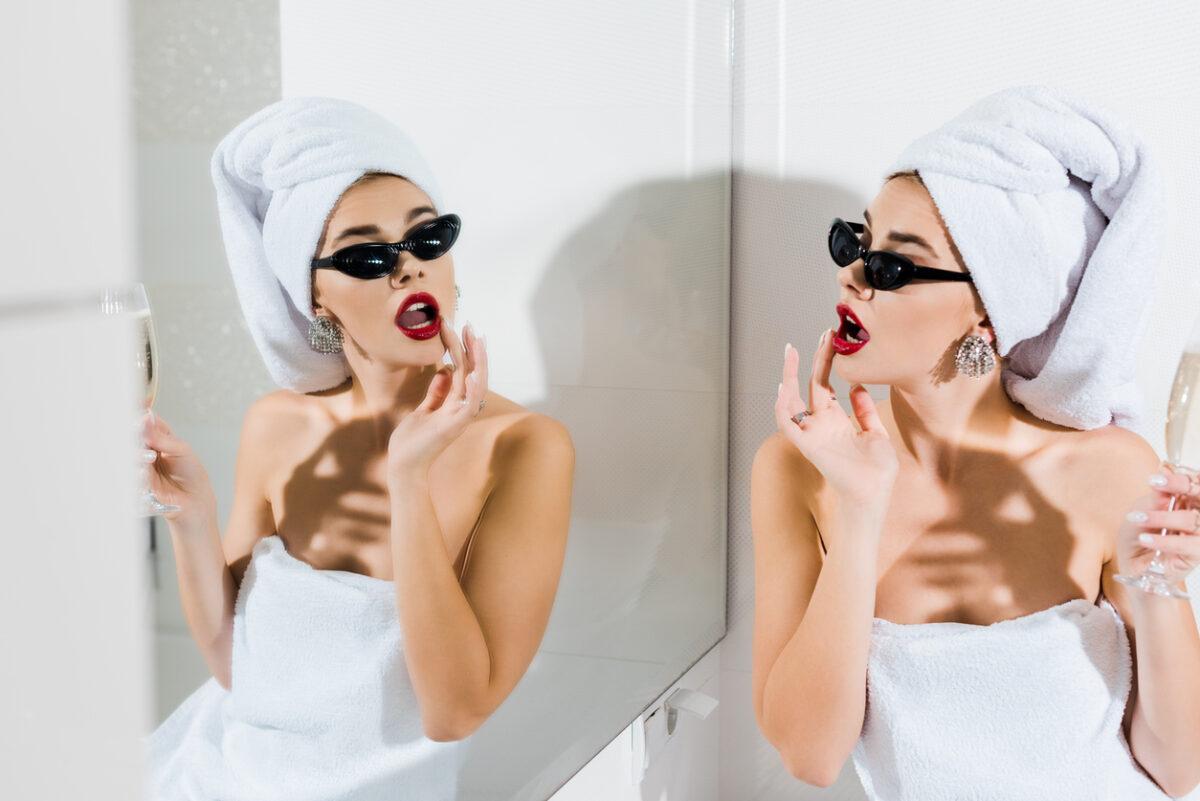 Come aumentare l'autostima allo specchio