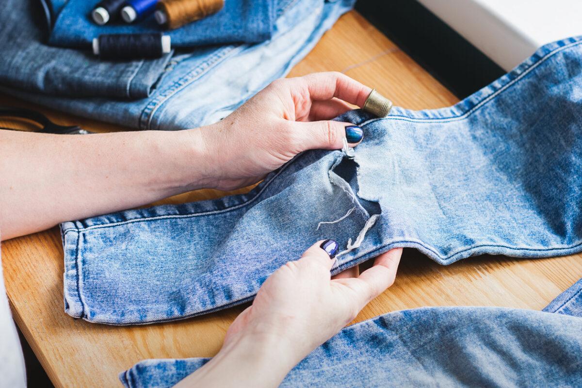 Come riutilizzare i jeans vecchi