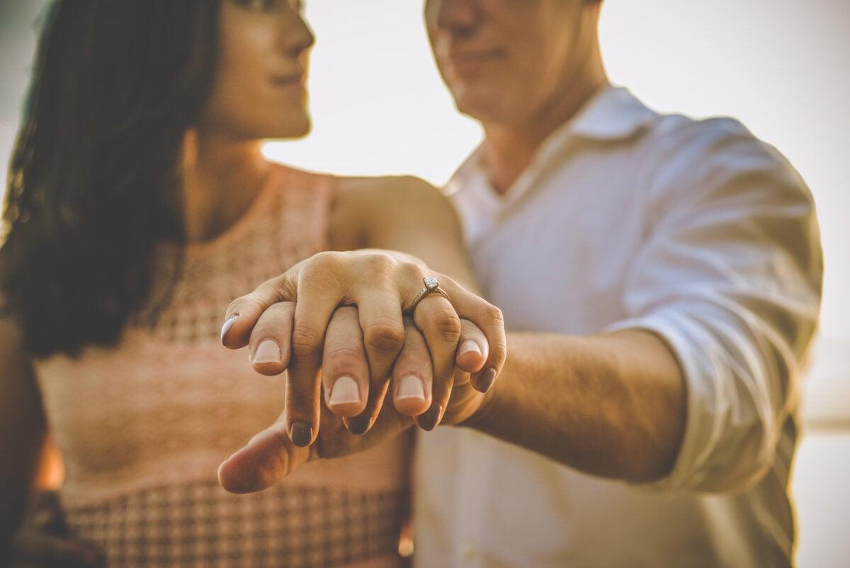 Anello di fidanzamento, storia e dove si mette