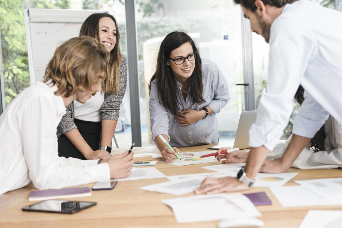 Come reagiscono i segni zodiacali nel campo lavorativo Ecco come si comportano sul posto di lavoro.