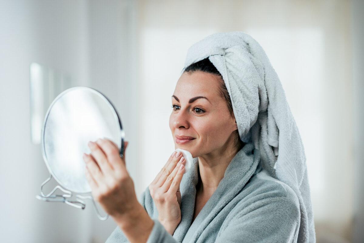 Pulizia del viso fai da te step e prodotti naturali per una detersione perfetta