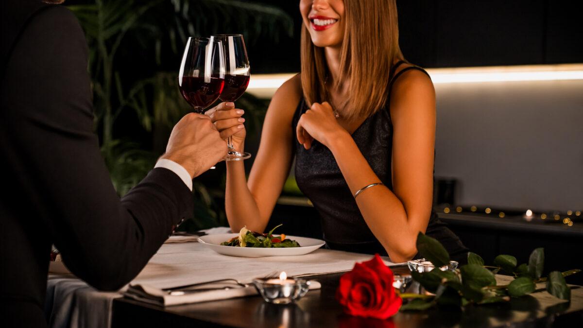 Come vestirsi per una cena di San Valentino a casa