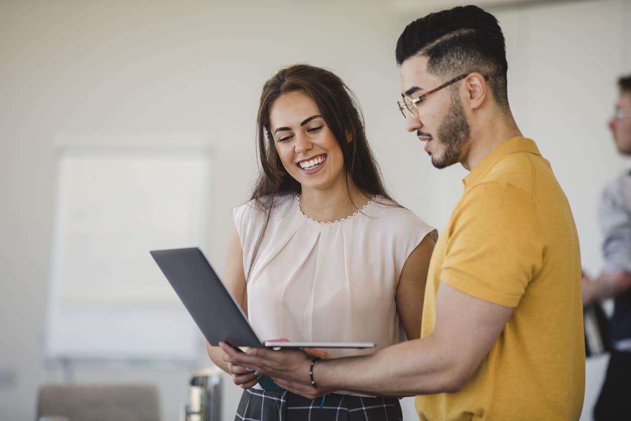 Uscire con un collega, le 10 cose da sapere