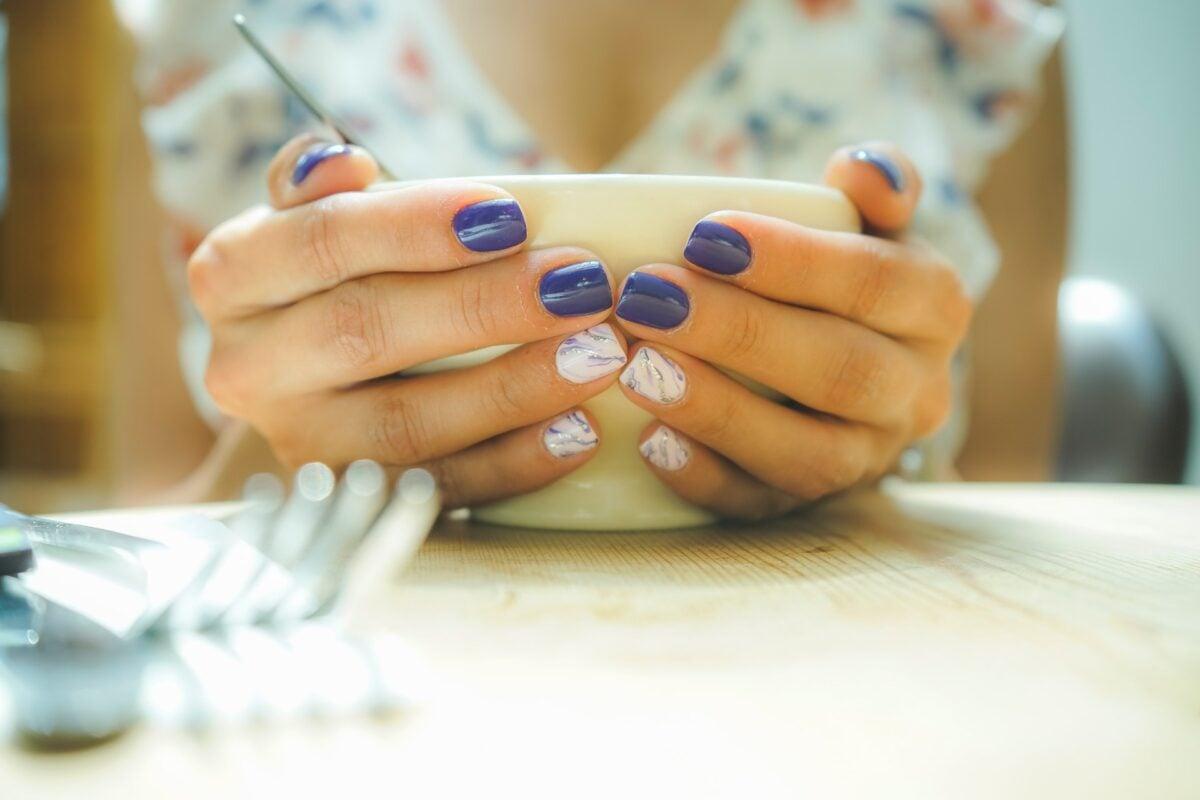 Semipermanente unghie corte, i colori trend