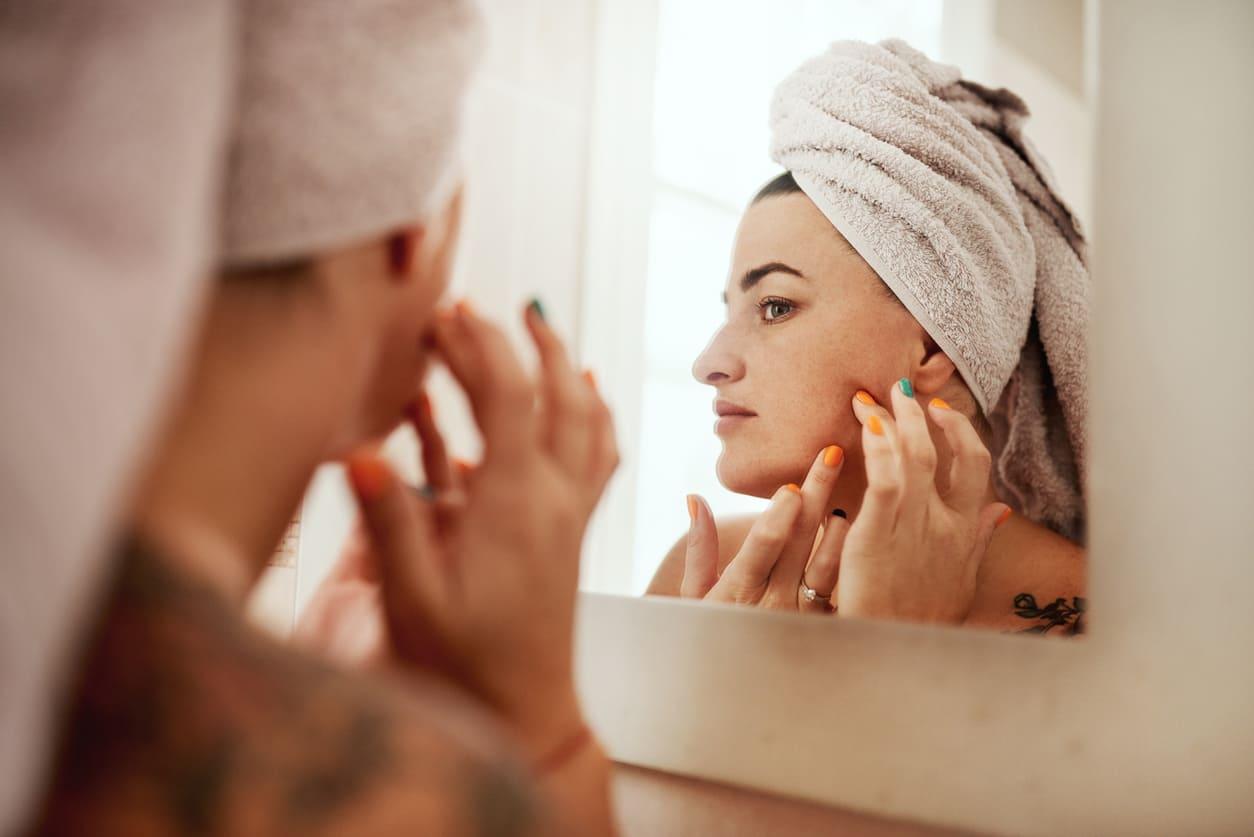 Acne da mascherina: rimedi e prodotti da usare
