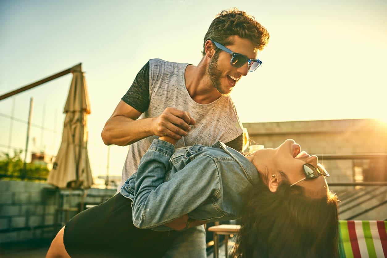 Come flirtano i segni zodiacali