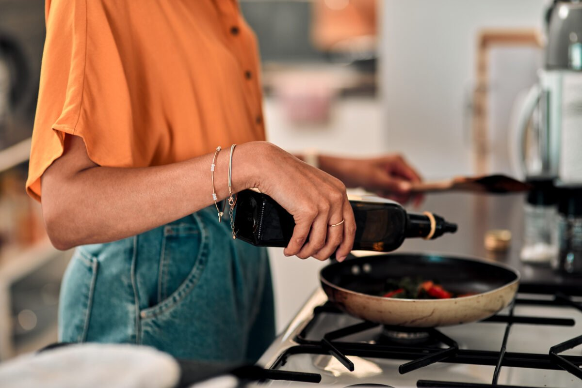 Come cucinare con pentole che rispettano l'ambiente
