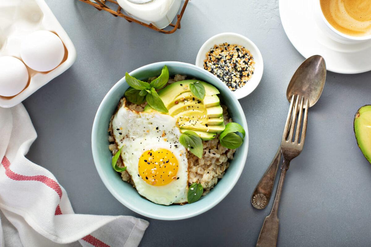Porridge salato a colazione