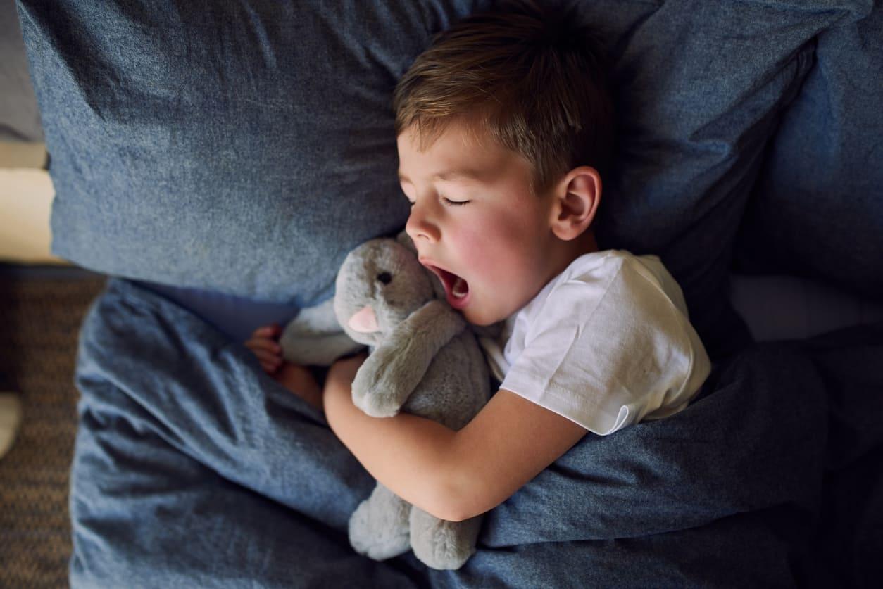 Come vestire i bambini per dormire