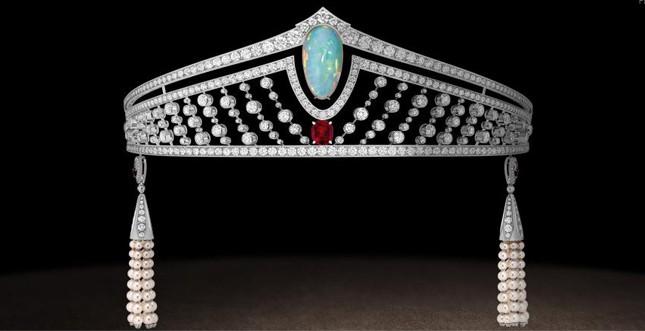 Chaumet.fr - diadema in platino con opale, rubino birmano e diamanti