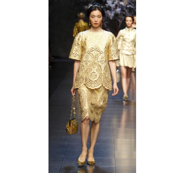 Dolce e Gabbana ss 2014 - casacca e gonna in pizzo color oro