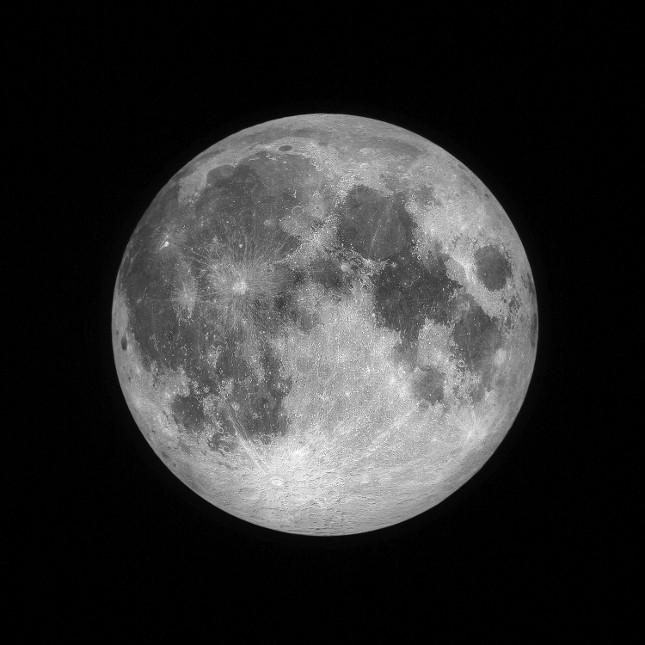 La luna piena è la fase che segue la luna crescente e precede quella calante