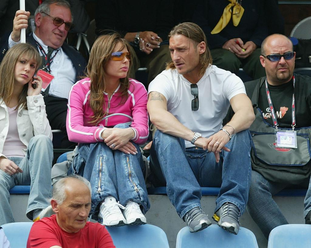 Ilary Blasi e il marito Francesco Totti in una foto di alcuni anni fa. I due sono sposati da 9 anni e sono i genitori di Christian e Chanel